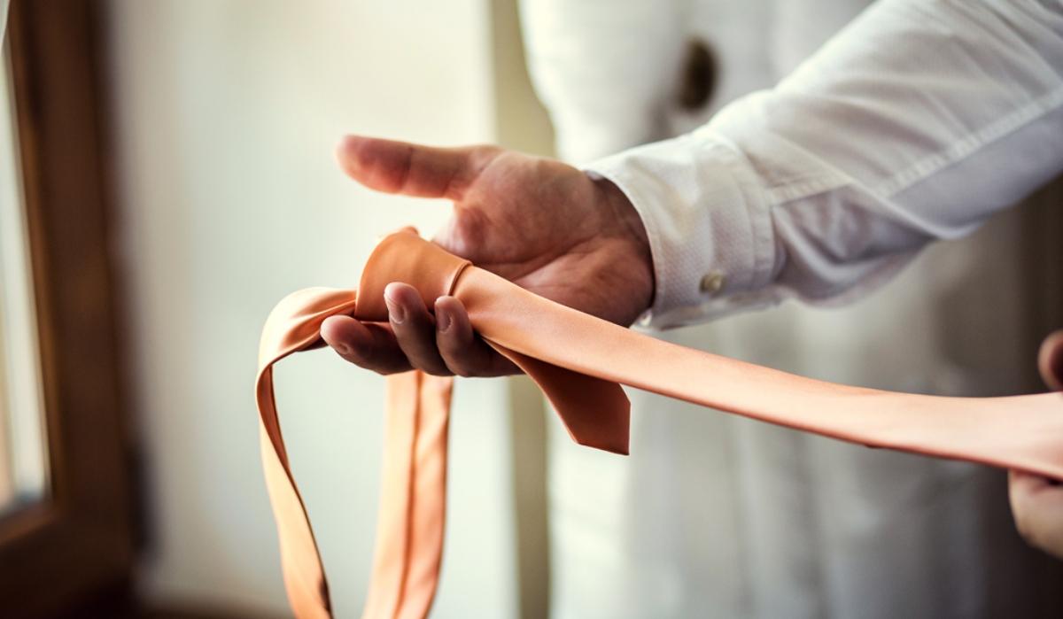 În ce împrejurări este indispensabilă cravata?