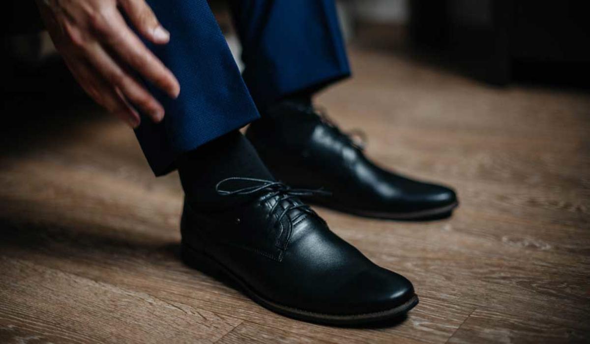Cum se asortează culoarea șosetelor cu pantalonii?