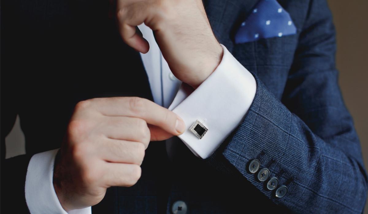 Pe ce accesorii mizează bărbații cu stil pentru o prezență impecabilă la evenimente